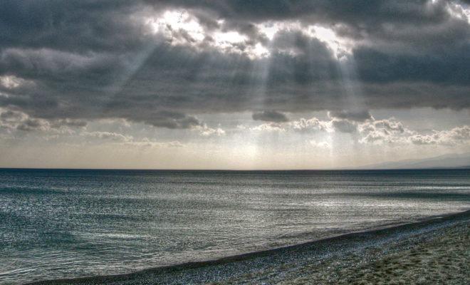 Piazzata sulla spiaggia, ecco scovata la webcam che punta sullo Ionio catanzarese
