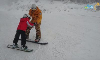 Snowboard sotto la neve